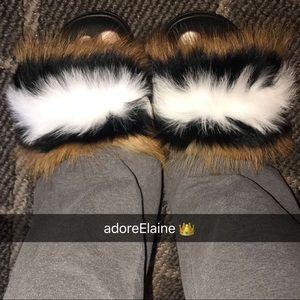 23dcb544d28 Shoes - Relaxed Fox Raccoon Fur Slides